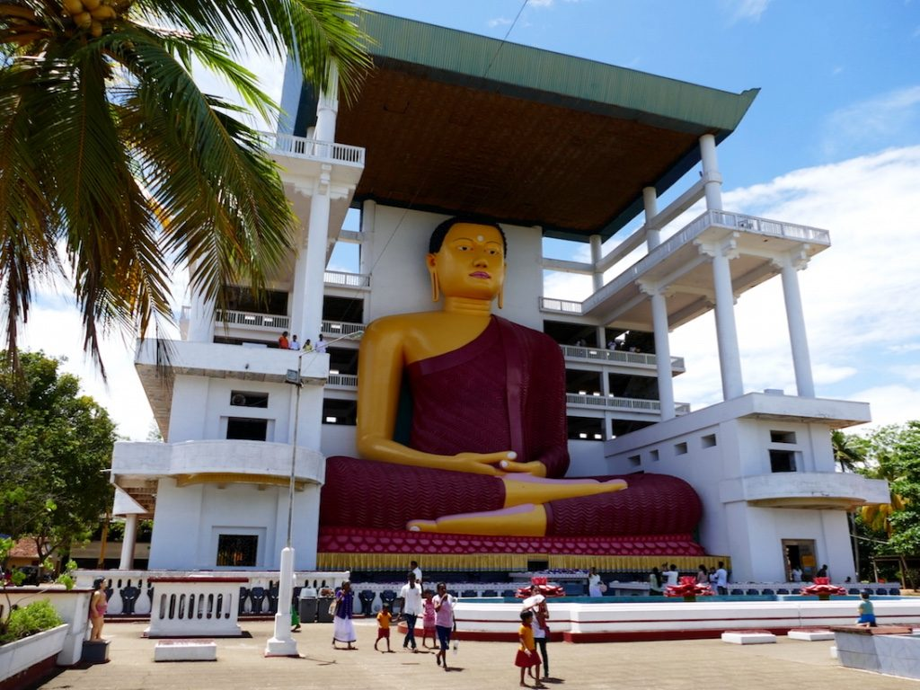 ucky-family-travel-blog-sri-lanka-big-budha-temple